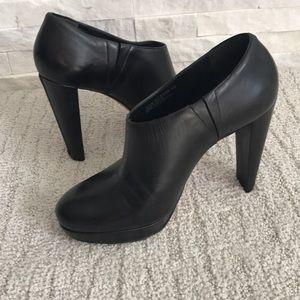 Cole Haan black booties NikeAir Tech zipper heel 9
